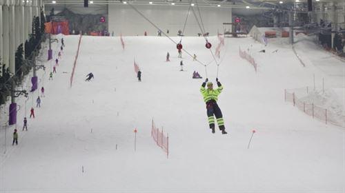 Madrid SnowZone inaugura la tirolina indoor más larga del mundo http://t.co/l22SIEBDYA http://t.co/tS01k8qCgt  http://t.co/edwGfSqwvH
