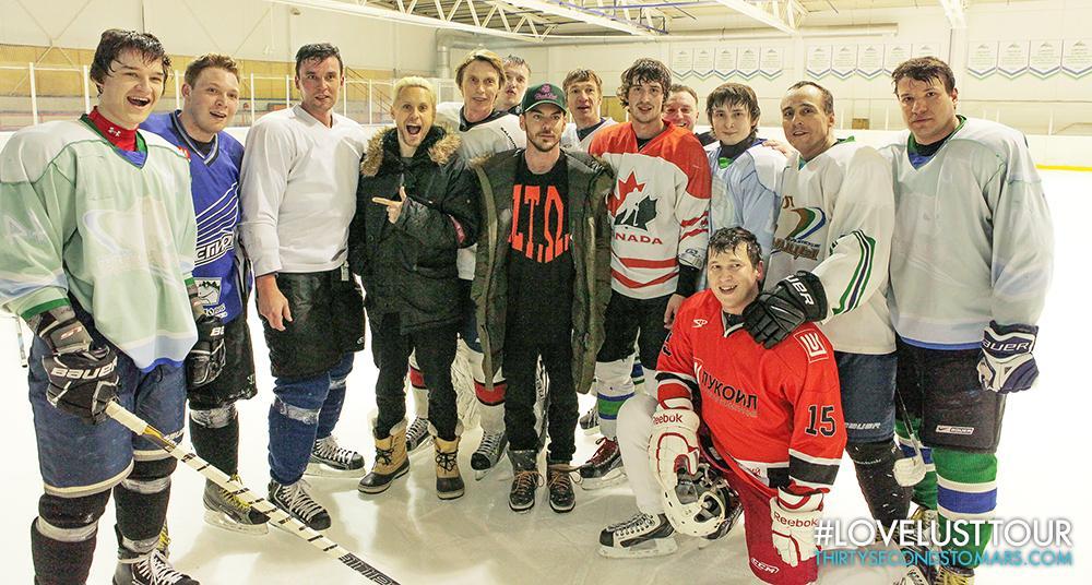 Hockey players in #UFA. #MarsInRussia #LoveLustTour http://t.co/kgmJGjh0wn