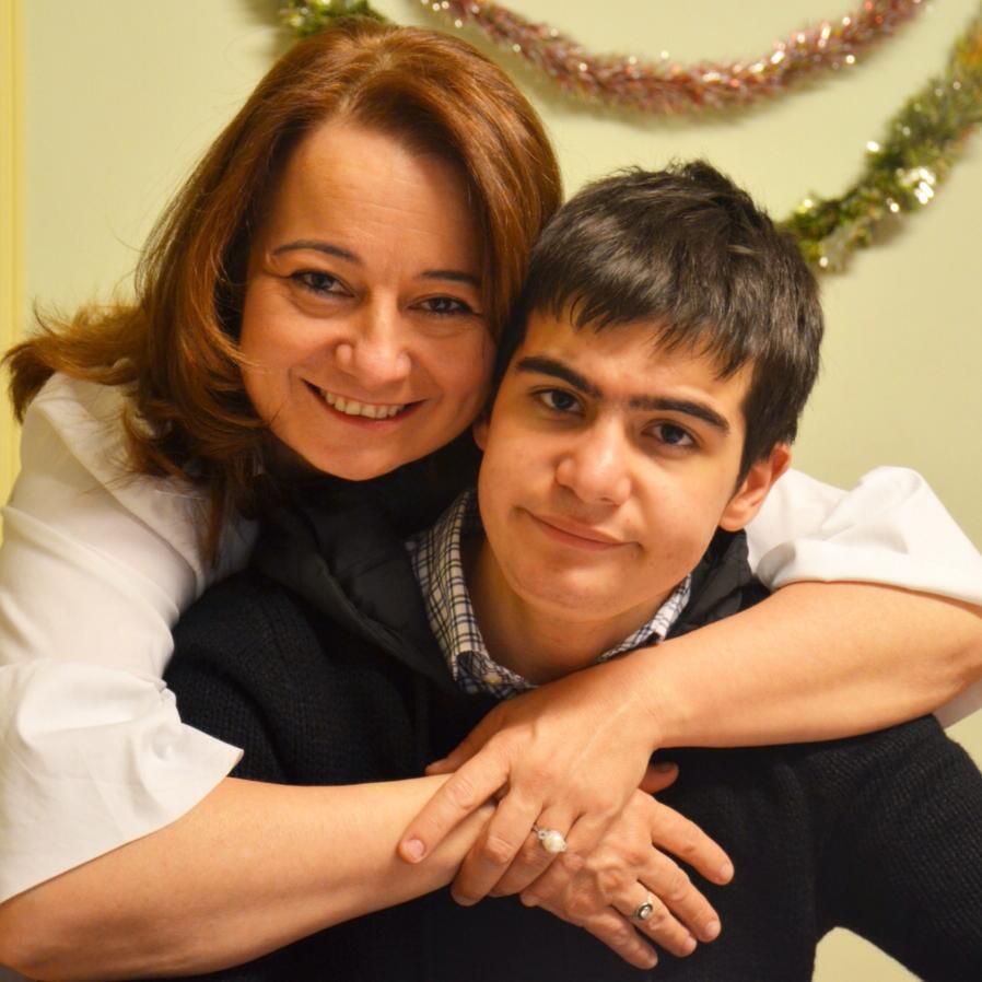 """""""Oğlumu Okula Yazdırmak İçin İki Sınıf Yaptırmak Zorunda Kaldım"""" #otizmemaviisikyak http://t.co/6kRlCyo2GG http://t.co/eOChUgvpDN"""