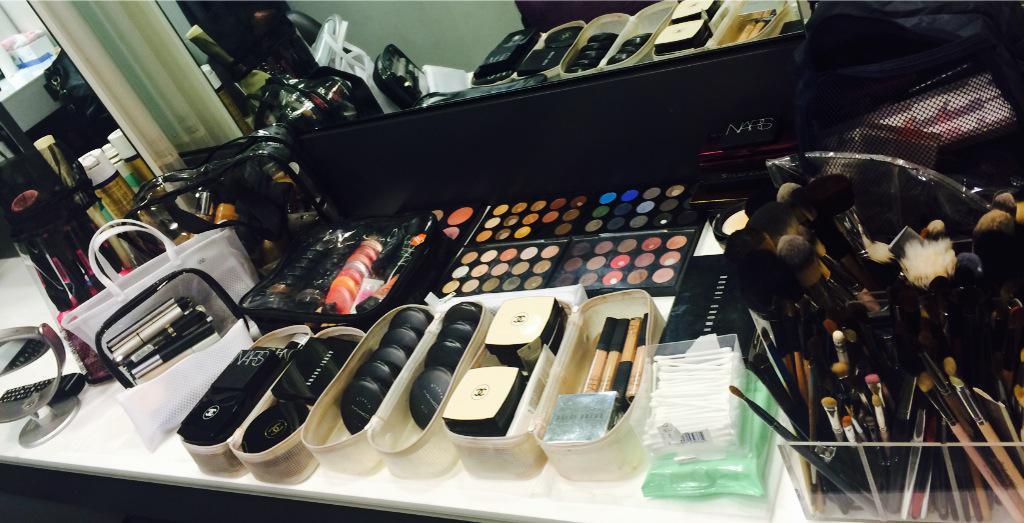 RT @HelenHandMakeUp: Managed to organise some of my #makeup #kit @CHANEL @BobbiBrown @NARSissist @stilacosmetics @MACcosmetics @Smashbox 💄 …