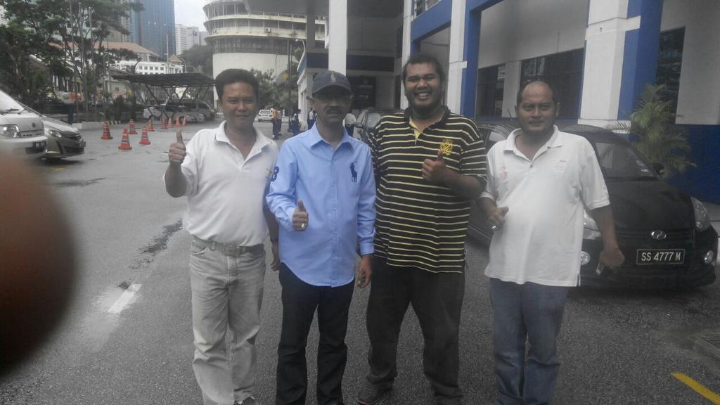 Bersama Irwan Yahya selepas diikat jamin oleh sy di IPD Dang Wangi @melissa_ms @milosuam @fahmi_fadzil http://t.co/2s8pA4u7Di
