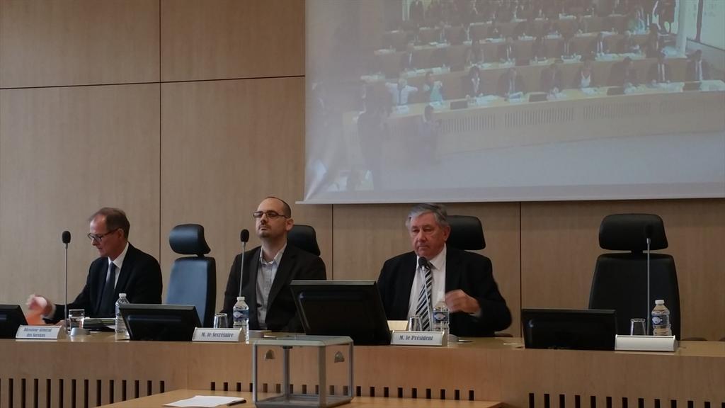 Séance d'installation du nouveau Conseil Départemental. @ludovicdevergne à la tribune comme benjamin de l'assemblée http://t.co/4N7YX2qVxV