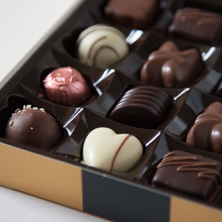 Follow & RT if you'd like to #win one of 10 boxes of chocolates from us and @GivvitApp! Yay http://t.co/TR1VNPvdF0 http://t.co/wrmgV9b1rp