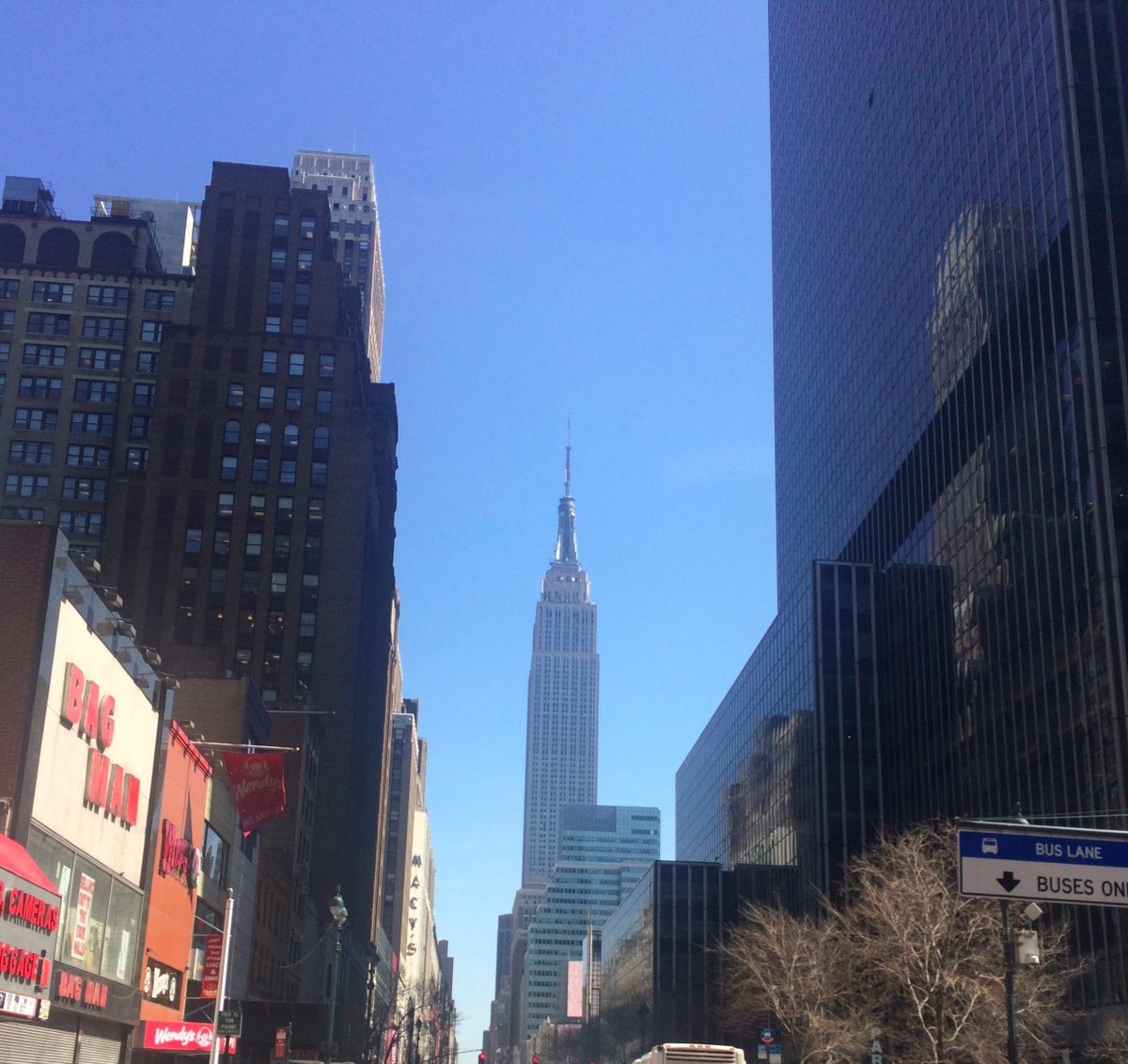64°F and not a cloud in the sky, has summer finally arrived in NYC? #Summer #NY #EmpireState http://t.co/7Z4VVdu3z4