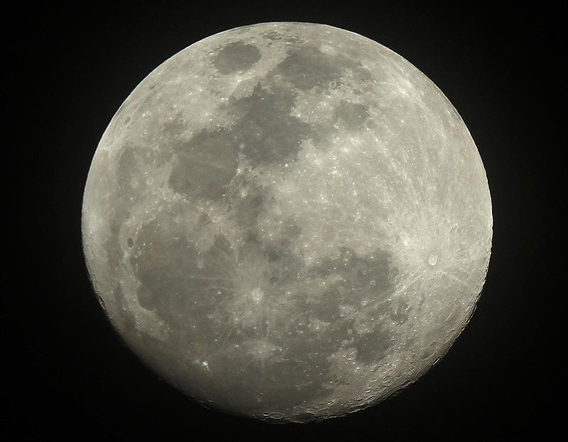 Two days from full moon :) #astrophotography @VirtualAstro @ActiveAstro @Learnastronomhq #astronomy http://t.co/rzNyqbfc6o