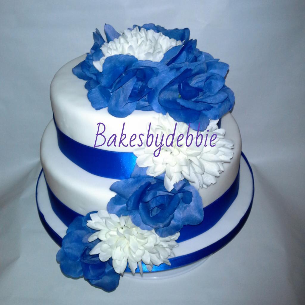 Bakesbydebbie On Twitter 2 Tier Vanilla Sponge Wedding Cake In