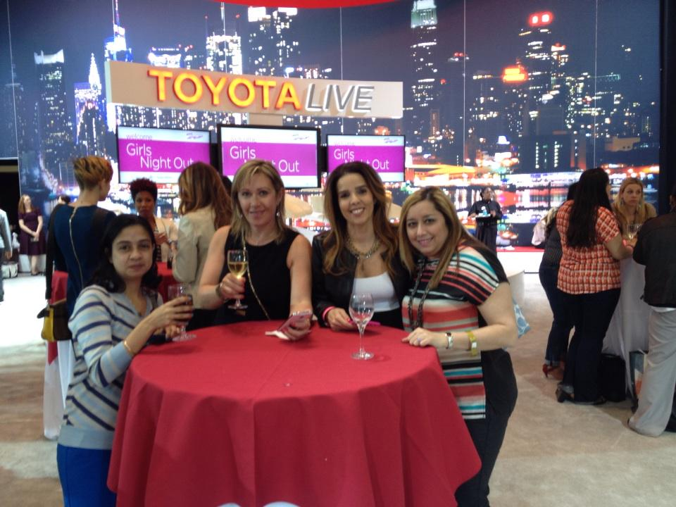 Looking good ladies! RT @SheBuysCars: Getting the #NYIASGNO started! #TMOM #letsgoplaces @SheBuysCars http://t.co/okl7MamkFA