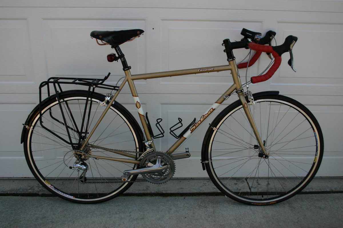 If you're in Vancouver, pls help! My steel road bike was stolen. It's gold with red handlebar tape. Keep an eye out! http://t.co/COGylwmXvo