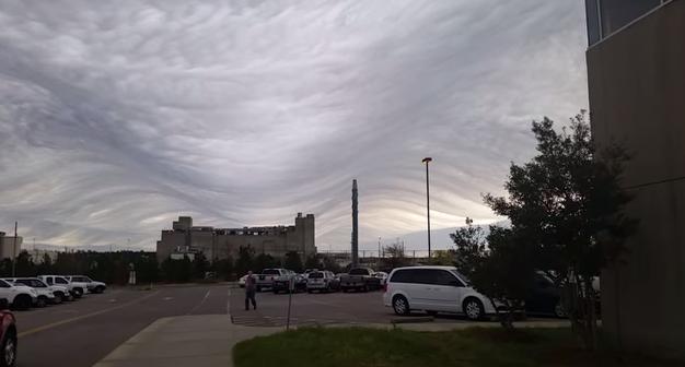 アメリカの南東部に位置しているサウスカロライナ州で2015年3月30日(月曜日) に物凄い雲の映像が撮影されました。 http://t.co/wtfNLZ9532   凄っ! http://t.co/jKltS5WP4y
