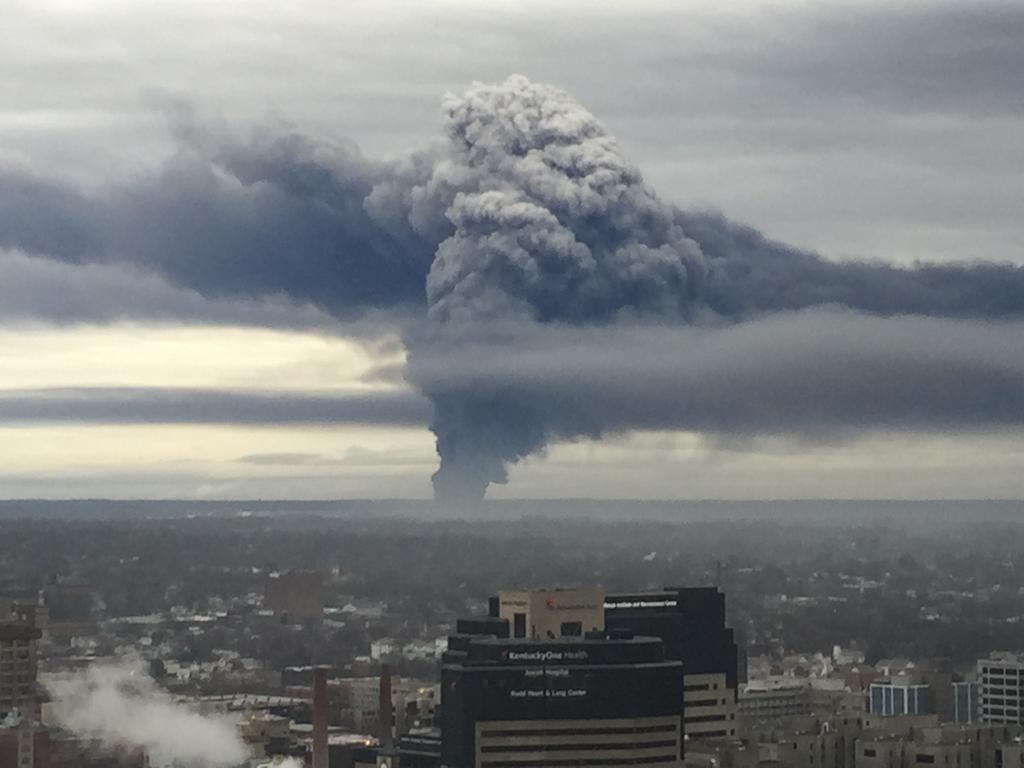 whoa! RT @JimCantore: Mercy! MT @crowe7337: Looks like Mt St Helens in 1980. This is GE fire in Louisville. http://t.co/eRCSOAvqcf