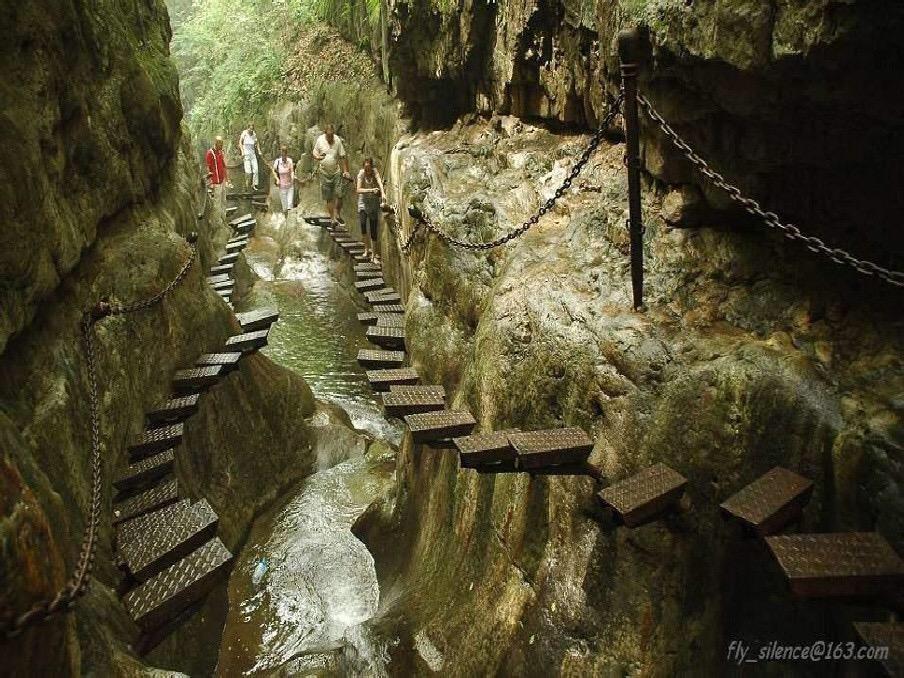 ومرعب في غرب جبل تايهانغ في مقاطعة شانشي بالصين. قام