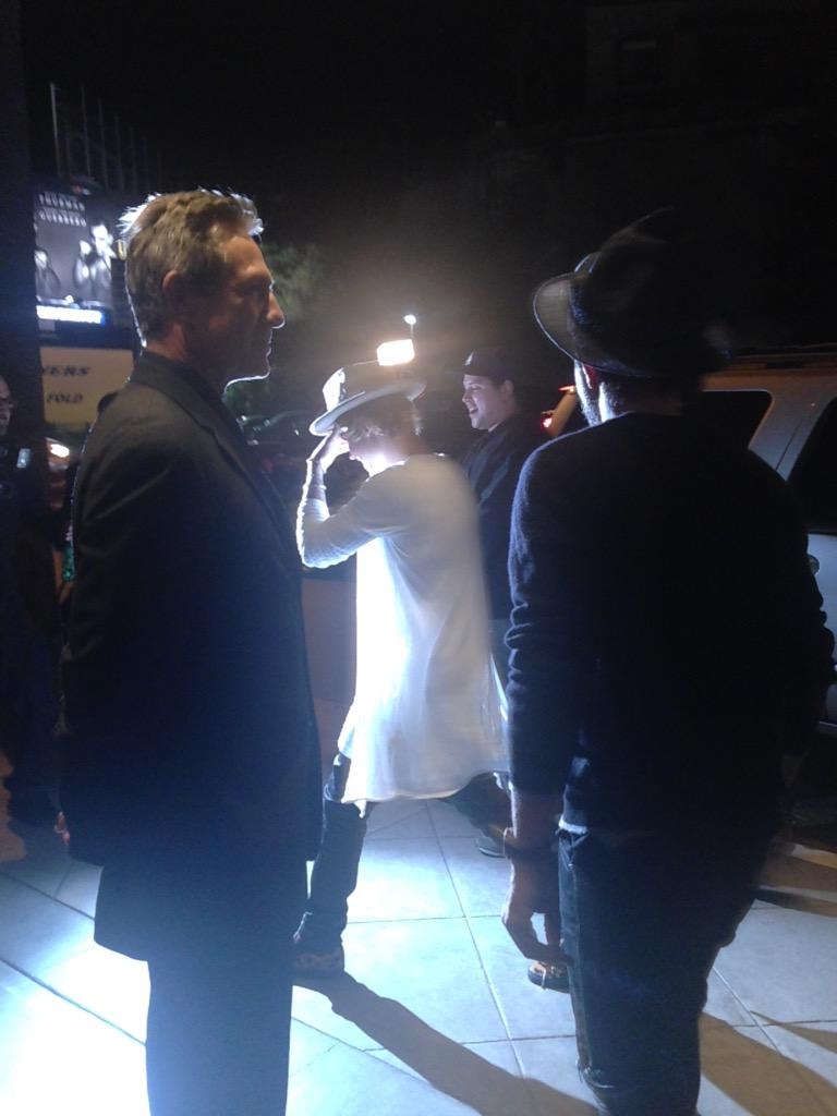 Watching the #BieberRoast. Throwback to last week when #bieber was at the table next to be at the bar in Hollywood. http://t.co/yBUzuc8OMm
