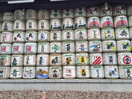 明治神宮に奉納された酒樽。会津ほまれ、大七、磐城壽など、福島の銘柄がセンターを陣取る http://t.co/g4zlIsXi8s