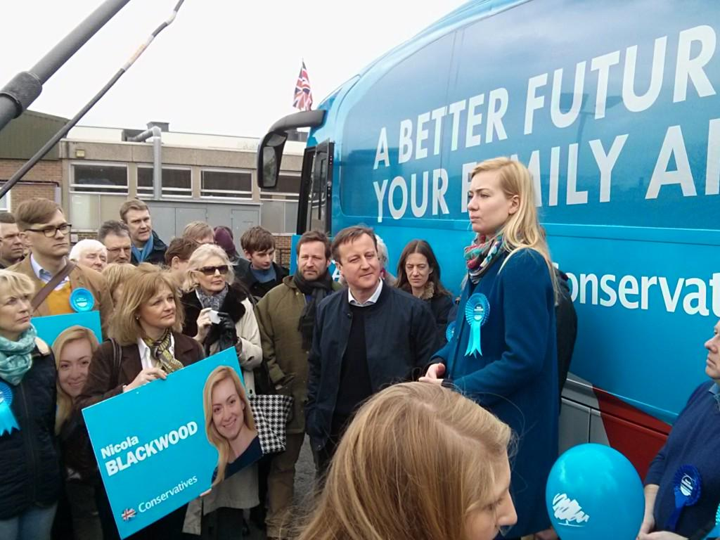 Over 100 fantastic activists out in Abingdon today for campaign rally, leafleting & canvassing with @David_Cameron http://t.co/TI0lny3Dr9