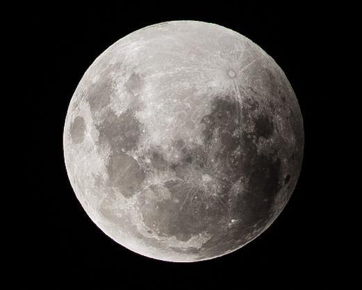 Самое короткое лунное затмение века
