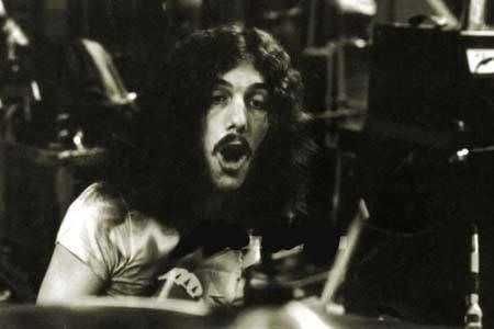 Lost another Lynyrd Skynyrd band member today. RIP Mr.Bob Burns. http://t.co/cqQtJsSUHl