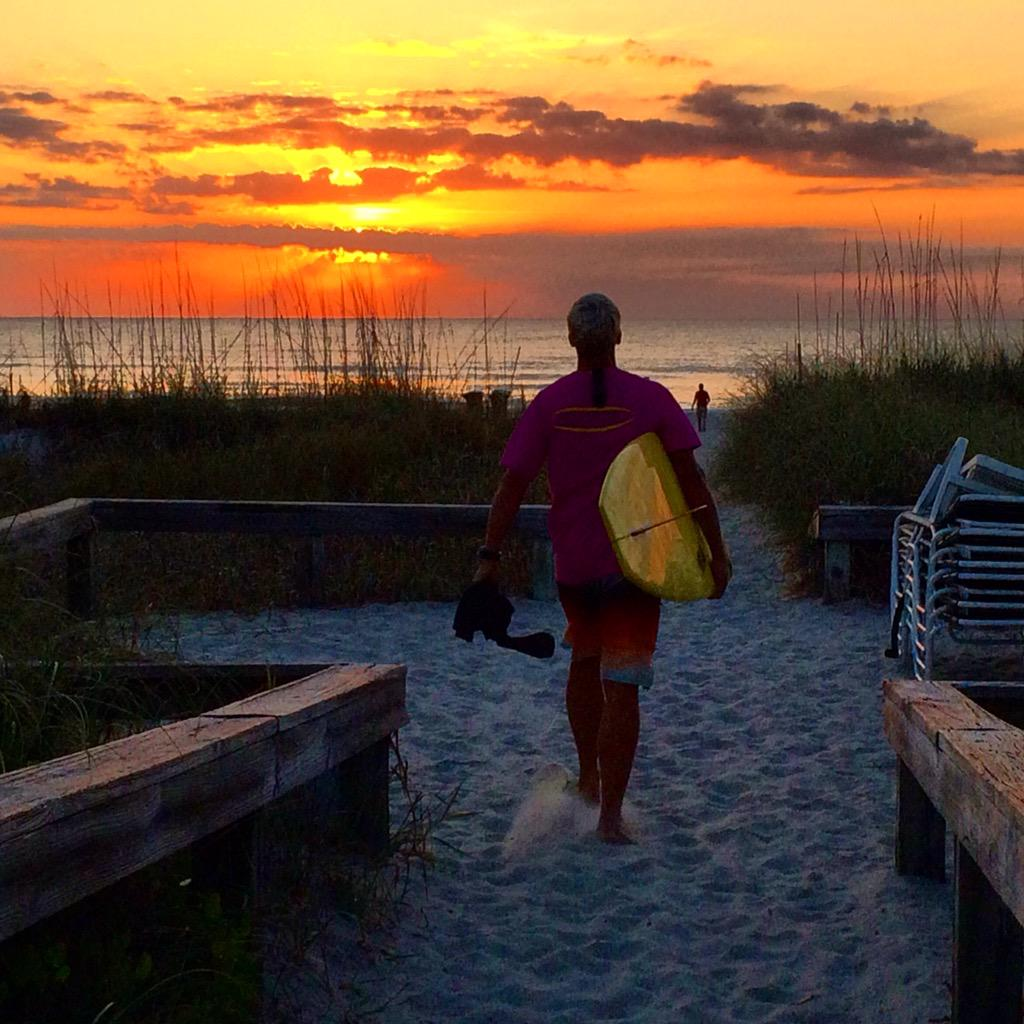 ab3fb4998e #eastersurffest #cocoabeach #fl #surfer #dudepic.twitter.com/USPyDQYJa4