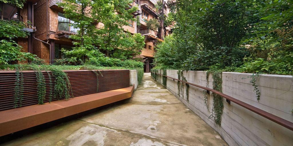 مهندس في مدينة تورينو بتصميم مجمع سكني استخدم فيه 150