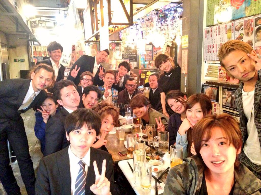 ヒデ結婚おめでとう!もうみんなでこんな集まることはきっとないと思う。けどずっと仲間。最高のメンバー。ありがとうー!! http://t.co/65tCP35Ksf