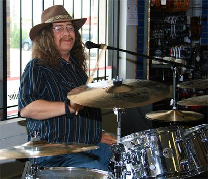 Bob Burns, Original Drummer for Lynyrd Skynyrd, Dies in Car Crash. RIP Freebird http://t.co/lwiXt7sFxp http://t.co/gHH8eIJkIK