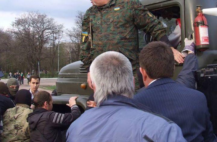 В Краматорске депутат от БПП Недава встал на защиту памятника Ленину, - журналист - Цензор.НЕТ 1472
