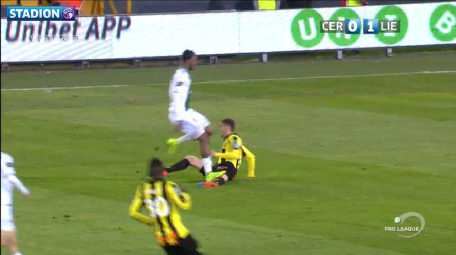 Mojsov gets his knee stepped on
