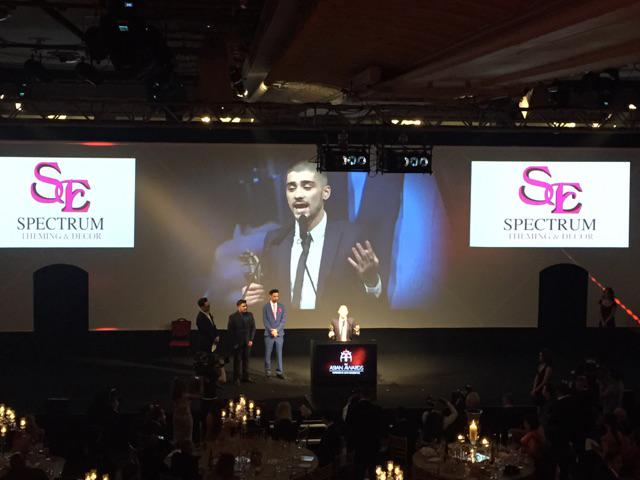 "#ZaynMalik's won Outstanding Achievement In Music at #TheAsianAwards & thanked the ""four best guys he's ever met."" http://t.co/YmnM5v040o"