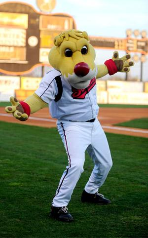 Just now realizing Ozzie didn't make the new place. Not pleased. #bringbackozzie @nashvillesounds http://t.co/CIYqcnmhe9