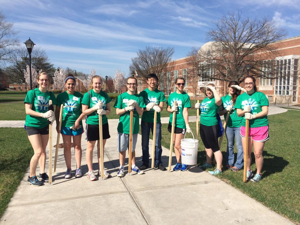 Pride day volunteers out early on this beautiful Saturday #ecvolunteer15 http://t.co/vszGDmwDve