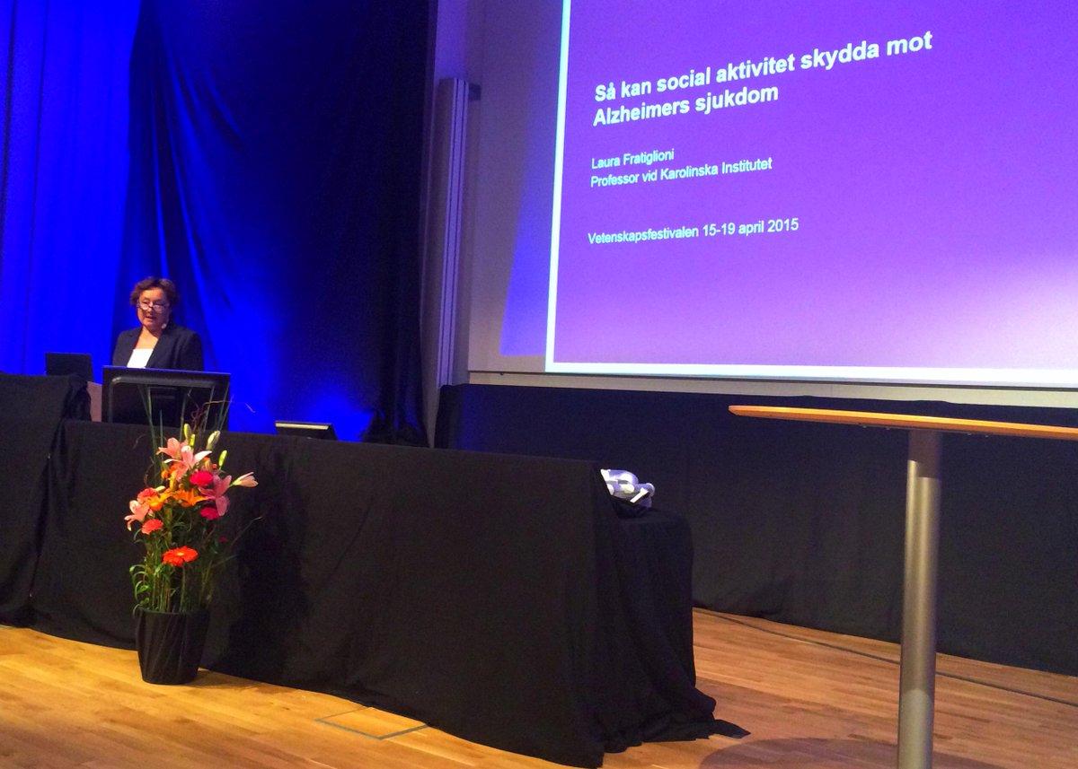 """Nu dags för Laura Fratiglioni på temat """"Så kan social aktivitet skydda mot Alzheimers sjukdom"""" #vetfest #KIForskning http://t.co/y2a4FLd0Rb"""