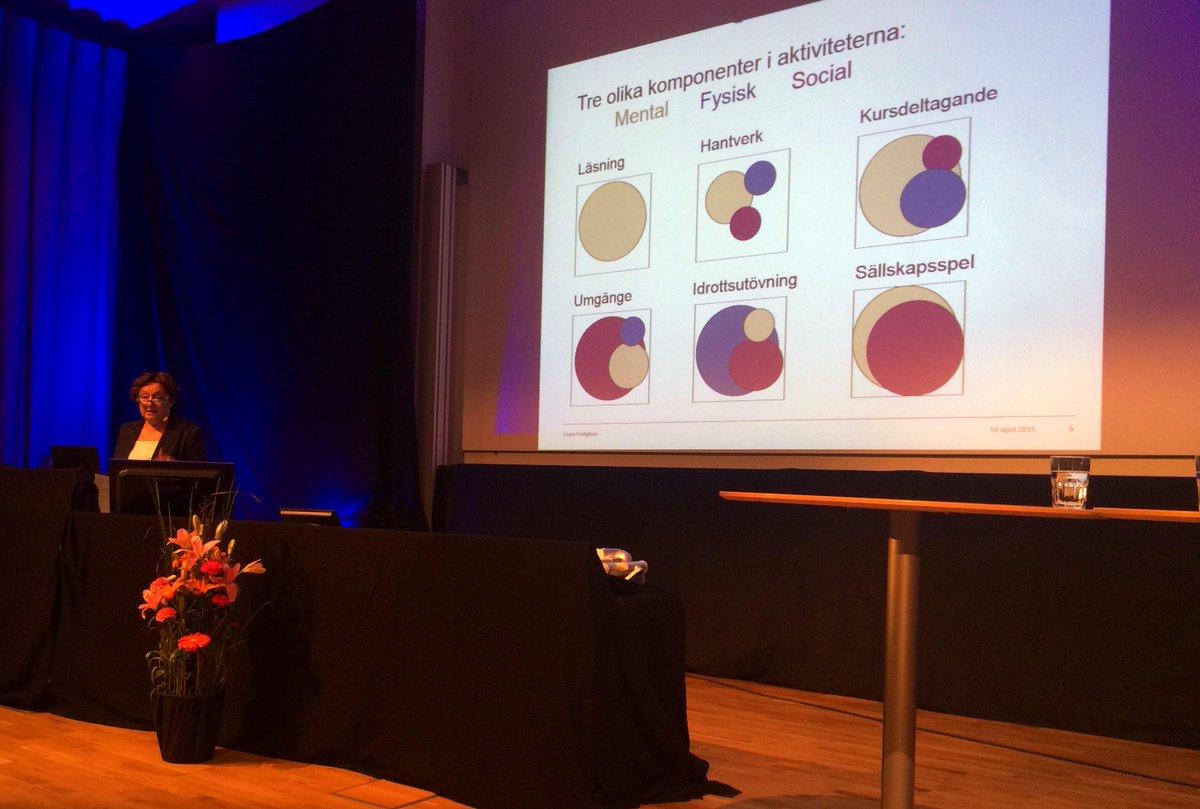 Olika aktiviteter innehåller olika komponenter berättar Laura Fratiglioni på #vetfest #KIForskning http://t.co/2ob0tlyuvx