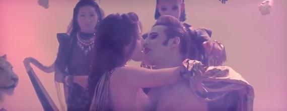 """Antes de que lo censuren, vean el video de @Adanowsky para """"Would You Be Mine"""" #NSFW http://t.co/AfHEUE60wT http://t.co/C6HuZ9huOz"""