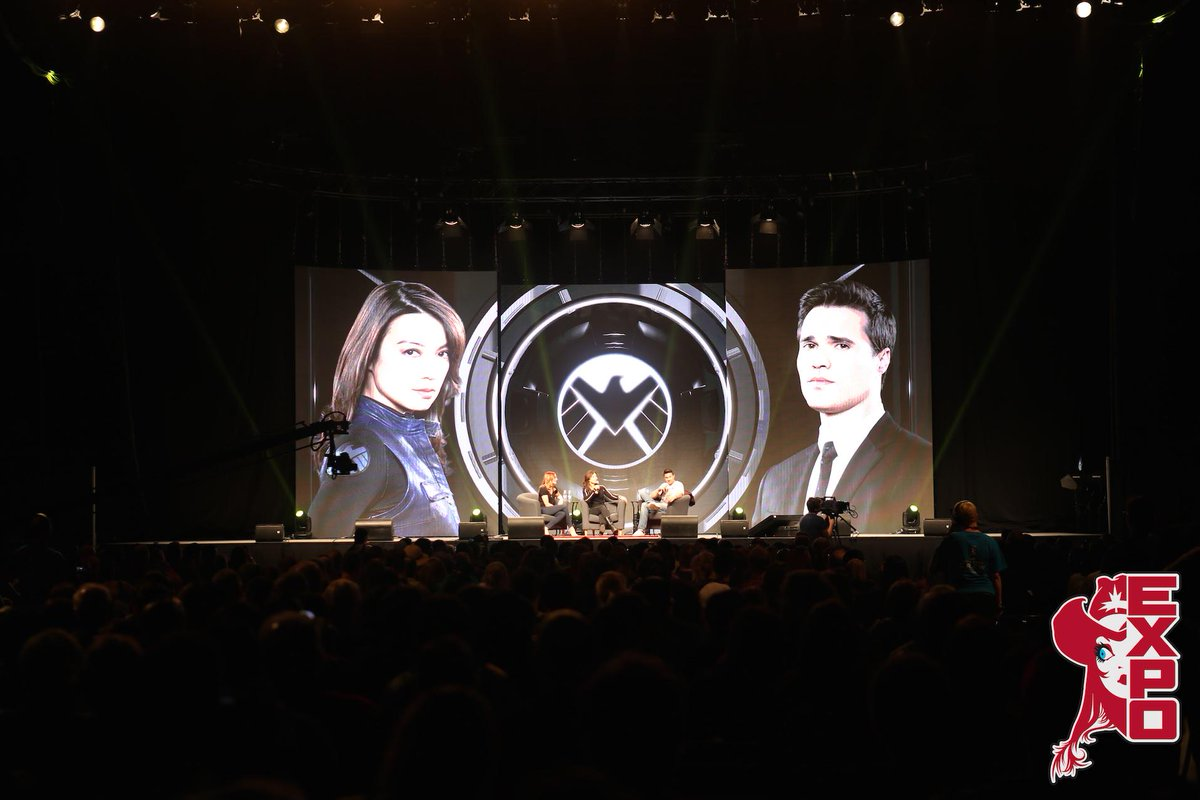 What an incredible #AgentsofSHIELD panel! @MingNa @IMBrettDalton were FANTASTIC! #CalgaryExpo http://t.co/2CCC5CPpwU