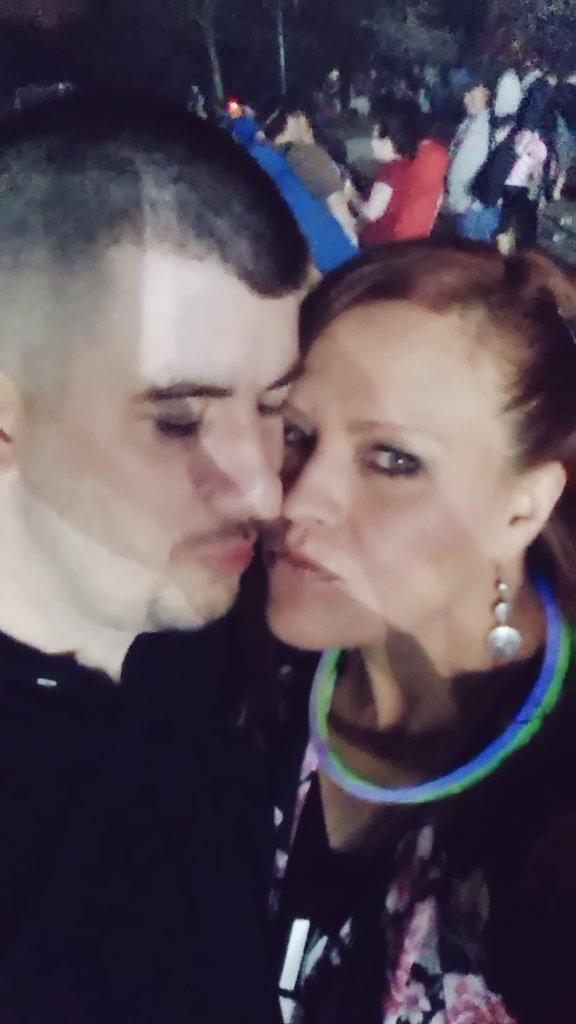 Kisses with my sweetheart @RachelKrawetz at #ThunderOverLouisville htt...