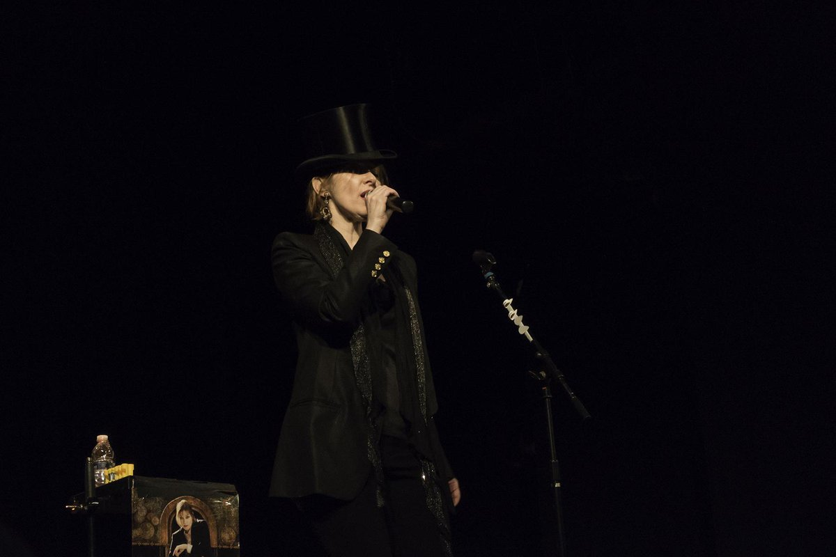 excellent venue,excellent @suzyv concert at the Bearsville Theater in Woodstock. From the point & shoot: #suzannevega http://t.co/OQ9JzX2Dus