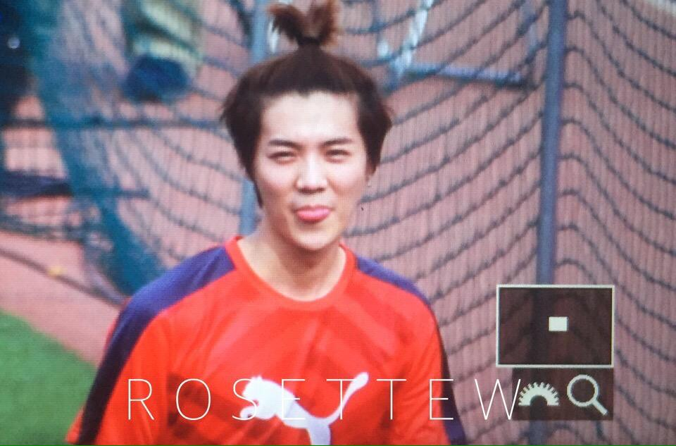 [PREVIEW] 150419 Soccer Event [47P] CC8OixdUIAAxNVP