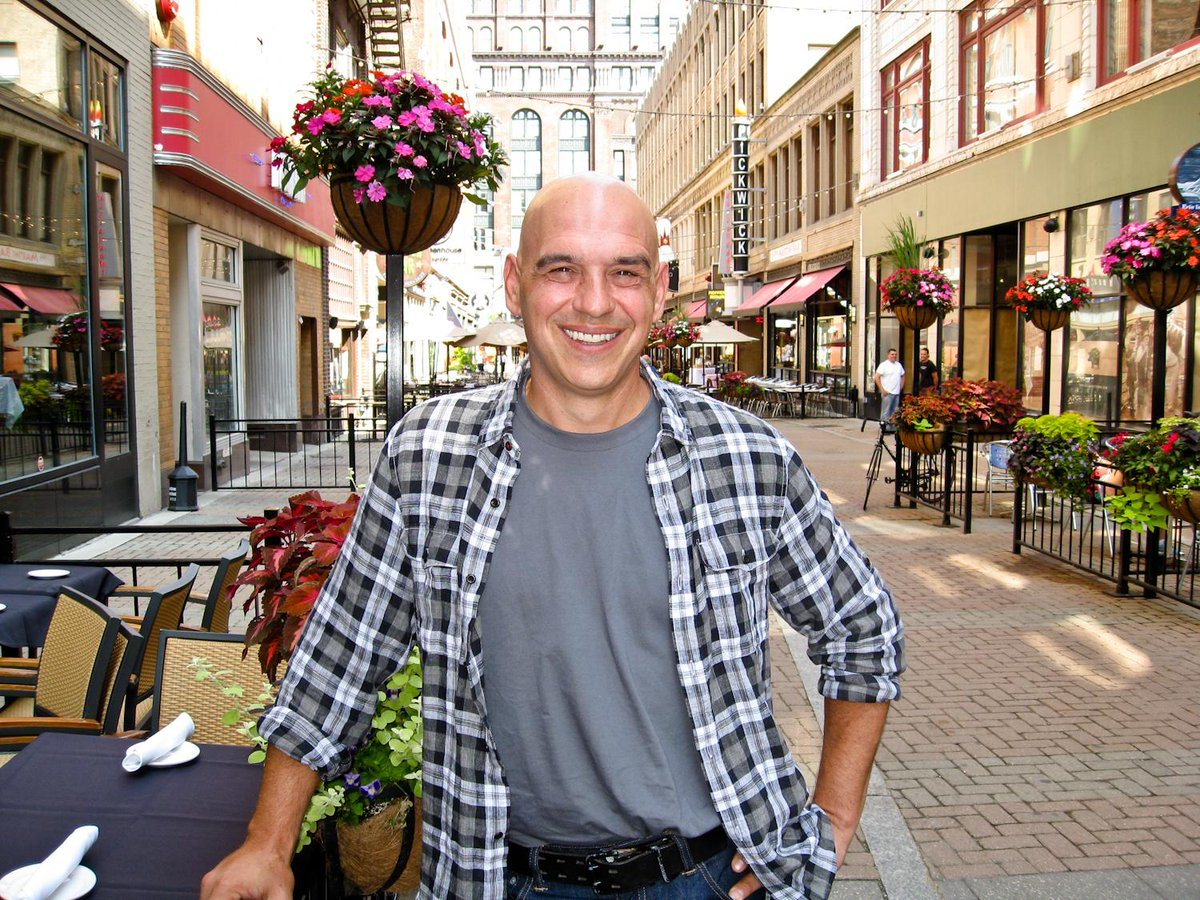 #AllStarAcademy finale tonight - #TeamSymon for the win! @chefsymon @V_lovesfood @ChopTedAllen @TheCLE http://t.co/kmkorYJyQH
