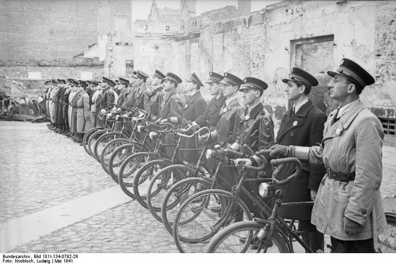 Aktywni przeciwnicy Polski podziemnej. Nie, to nie są ani Niemcy, ani Polacy... http://t.co/CviT3fNBKq