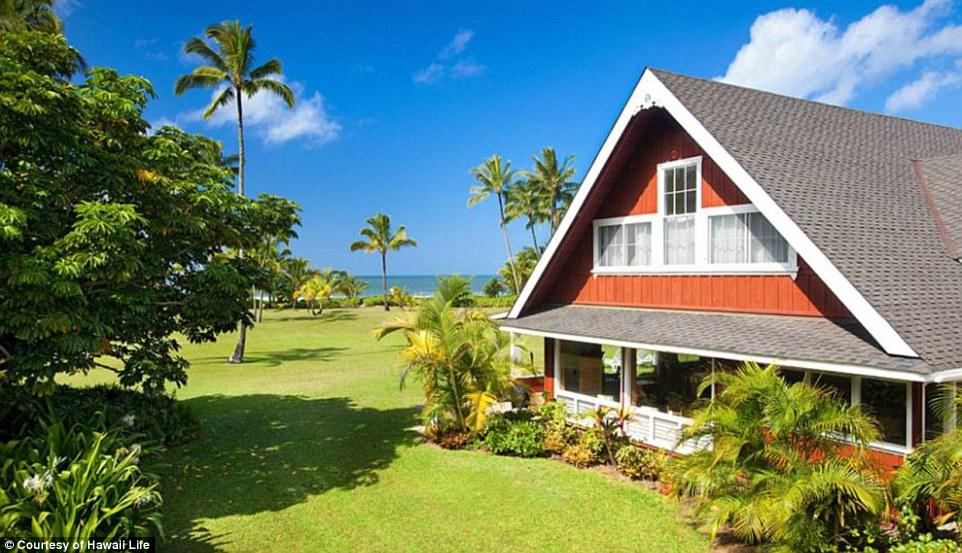 Julia Roberts' historic Hawaiian home goes on sale for $30M http://t.co/ktDUMiKJ3m #kauai #realestate #beachfront http://t.co/e7LMouztK4