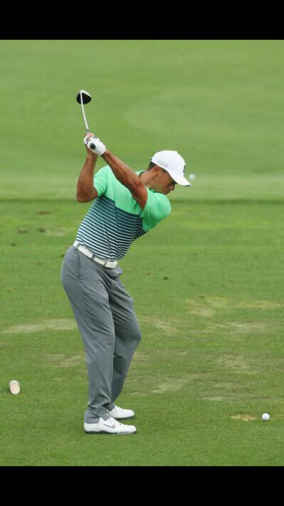 Tiger's backswing is looking more familiar and he's got a little Annika move working through the ball, much better http://t.co/QTwhXbZlvB