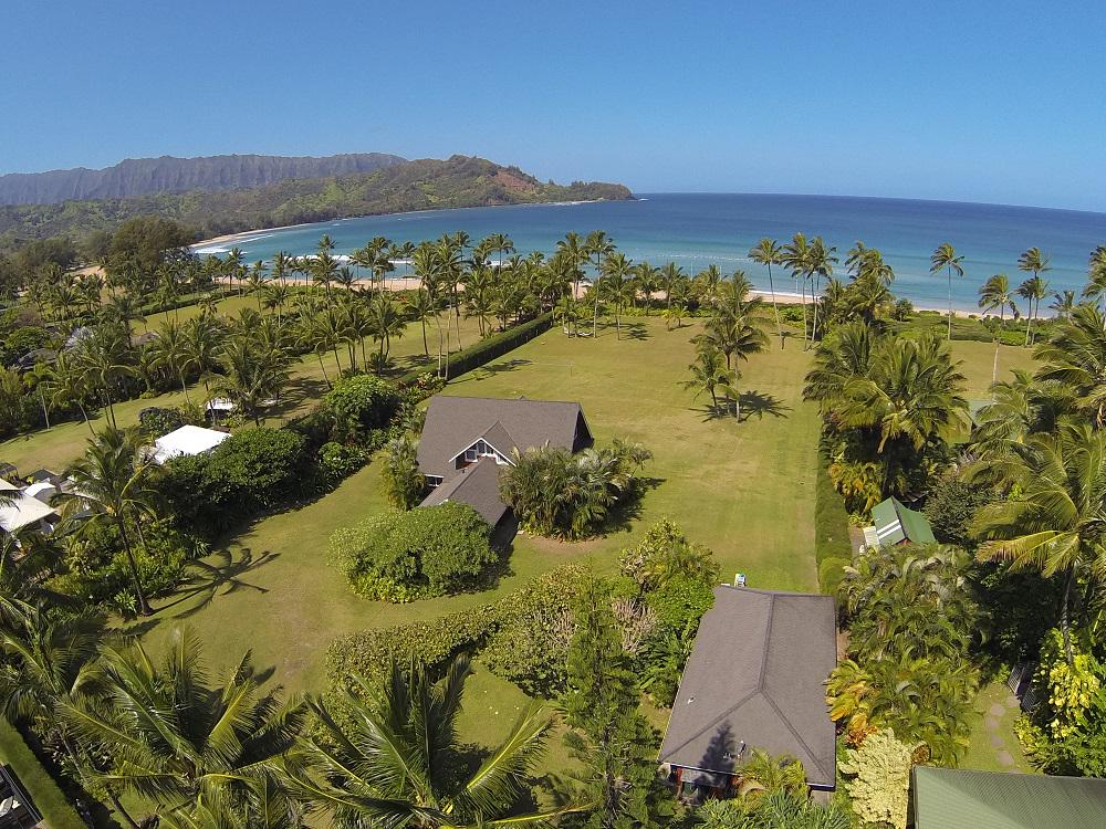 Julia Roberts is selling her absolutely gorgeous Kauai home! http://t.co/4ly2jZfrvB http://t.co/0nuKcNm3vS