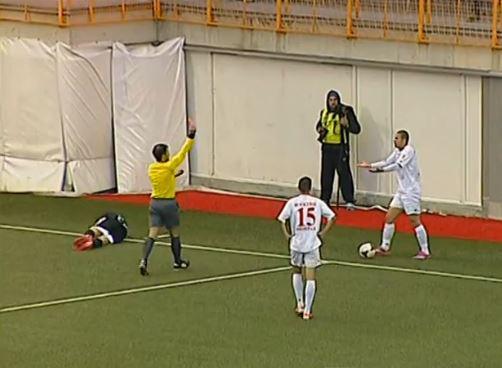Kitanovski receives a red card