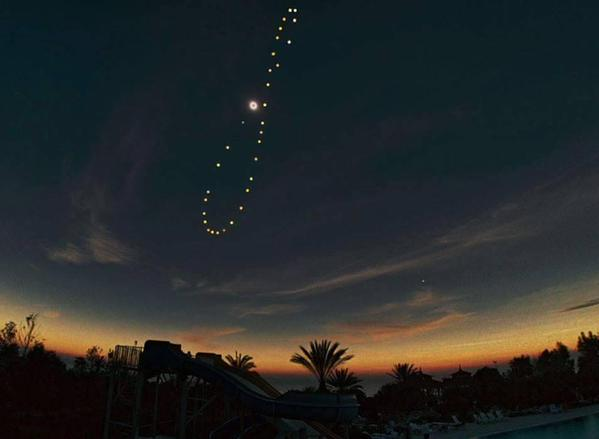RT @ThatsEarth: The Sun, photographed from the same spot, at the same hour, on different days throughout the year http://t.co/fHey4efagL