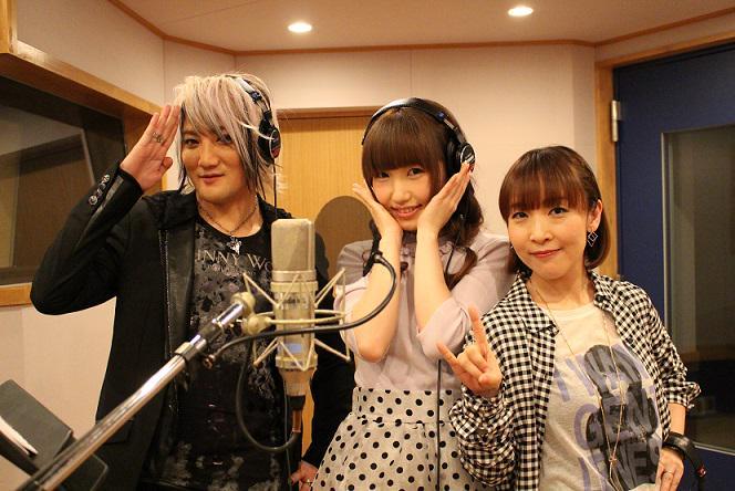 angelaのお二人に挟まれた内田彩さん。アニサマのテーマソング収録ではこうしたショットも見られるのが面白いですね #anisama pic.twitter.com/y7He5fOW5D