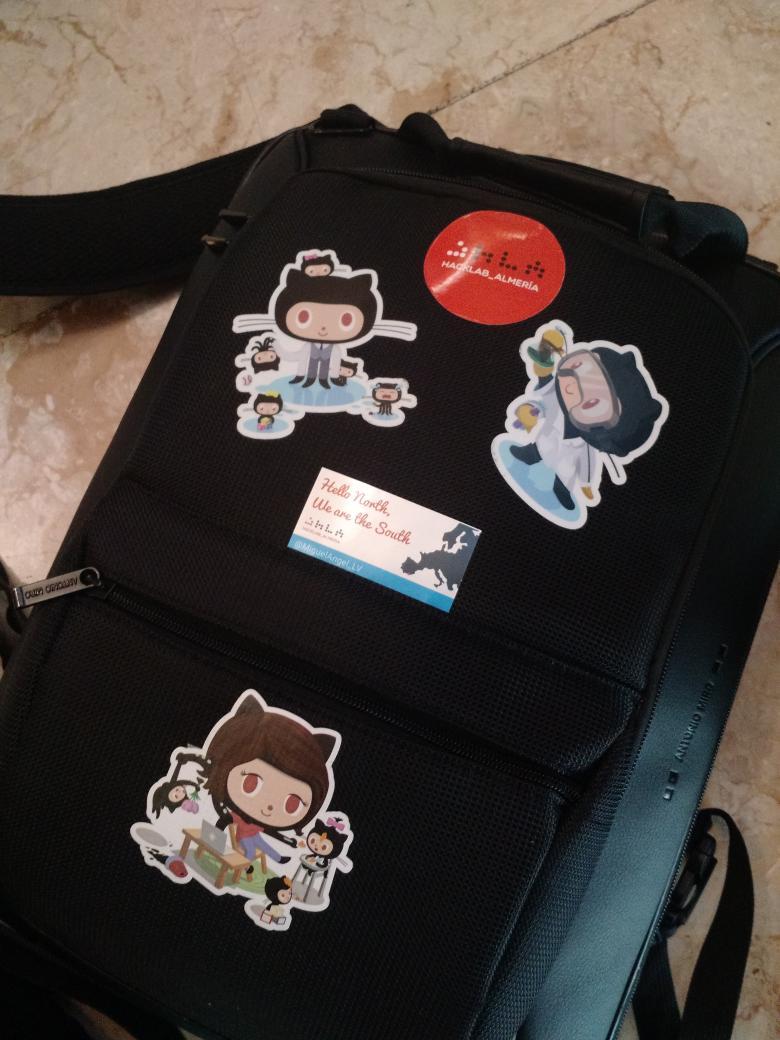 Nuevas pegatinas para mi mochila, hay que causar buena impresión en Suecia http://t.co/g3YbJkCemM