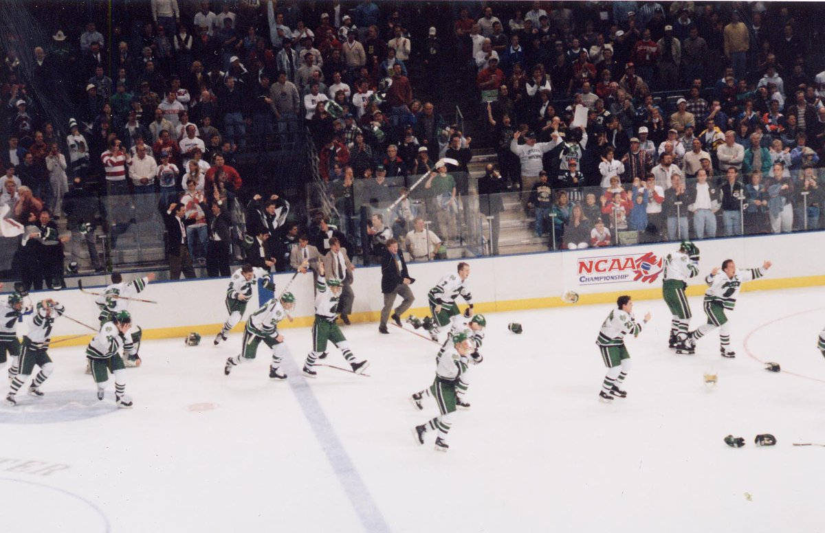 The UND men's hockey team celebrating their 1997 #FrozenFour win. #TBT  _/•\_ http://t.co/B41SaMXPNi