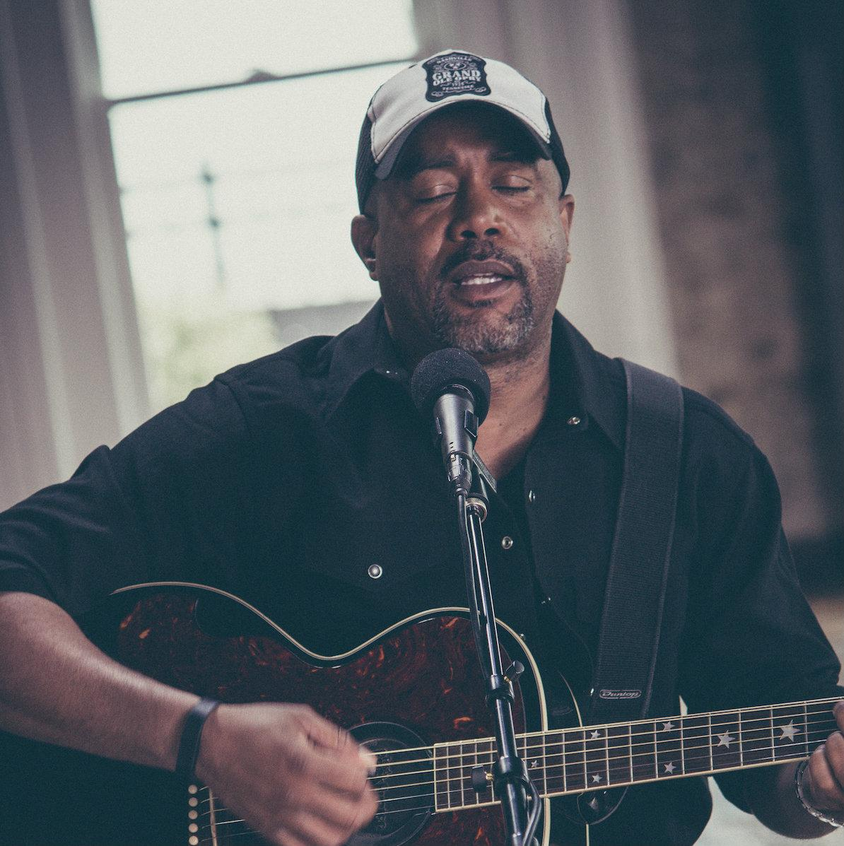 EXCLUSIVE! @dariusrucker's acoustic performance of 'Alright' debuting on ZUUS now-check it out http://t.co/O3sosA4rme http://t.co/9KJjXiL3u1