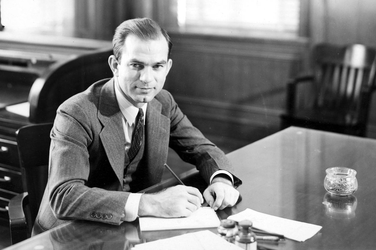 Happy Birthday, Senator #Fulbright (on what would be his 110th birthday). Thank you for establishing @FulbrightPrgrm. http://t.co/54Guxc10gy