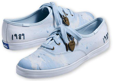 .@TaylorSwift13 x @Keds team up again - this time for #1989Tour sneakers! http://t.co/qrUW88pFTd http://t.co/4SdKoQQamr