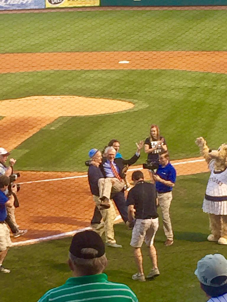 Bill Murray carries #Charleston Mayor Joseph P. Riley Jr. off the field after first pitch at @ChasRiverDogs opener http://t.co/Sd6jn49GzM